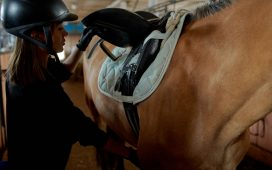 Correct position of the rider's leg in the stirrup